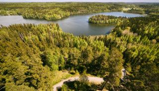 Viaje a Finlandia. A medida. El sol de medianoche al volante fly and drive