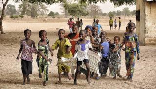 Viaje a Gambia. En grupo. Caleidoscopio de Etnias